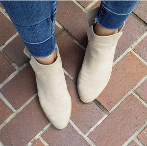 Dolce Vita Charee Tan Suede Ankle Bootie 9.5